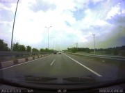 Hoảng hồn xe tải phóng ngược chiều trên cao tốc