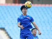 HLV Hữu Thắng chịu trận thay trò, Công Phượng nô đùa ở sân tập