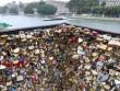 """Paris cắt và bán 10 tấn """"khóa tình yêu"""" móc trên cầu"""