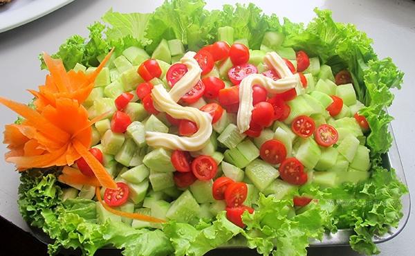 Cà chua cấm kỵ tuyệt đối khi chế biến và ăn cùng dưa chuột - 1