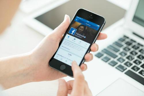 """Facebook khiến người dùng """"phát hoảng"""" khi nhắc nhở """"Ngày này năm xưa"""" - 1"""