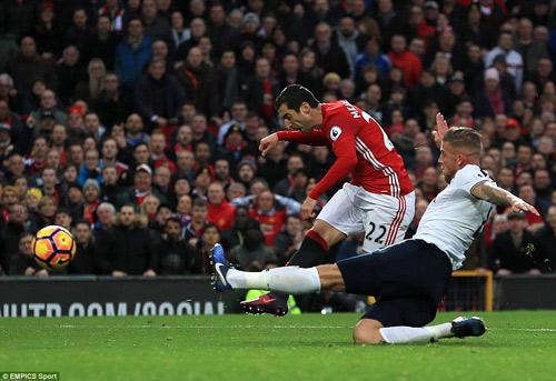 Góc chiến thuật MU–Tottenham: Mourinho chế ngự pressing - 2