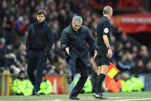 MU: Mourinho bị chỉ trích vì kìm hãm Mkhitaryan - 2
