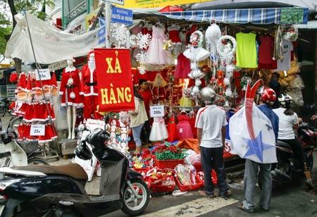 TP.HCM: Nhộn nhịp thị trường đồ trang trí giáng sinh - 3