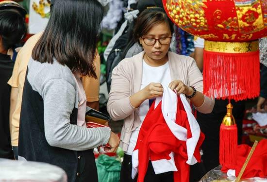 TP.HCM: Nhộn nhịp thị trường đồ trang trí giáng sinh - 5