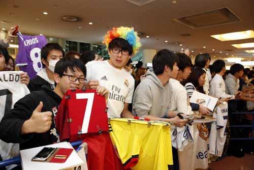 FIFA Club World Cup: Fan Nhật phát cuồng vì Real - Ronaldo - 3