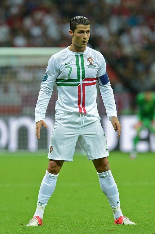 NHA: Trọng tài gây sốt với tư thế sút phạt như Ronaldo - 2