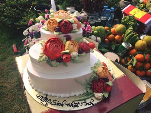 Vợ con và fan đến viếng mộ, mừng sinh nhật Trần Lập - 4