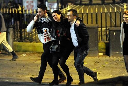 Sửng sốt lý do giới trẻ Anh nằm la liệt trên đường phố - 10