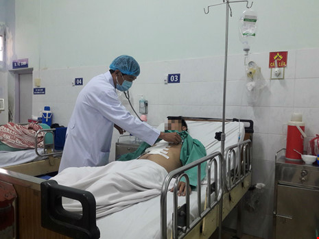 'Báo động đỏ' kịp thời cứu sống người bị đâm thủng tim - 1