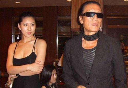Bố 80 tuổi của Tạ Đình Phong phủ nhận bạn gái có bầu - 4