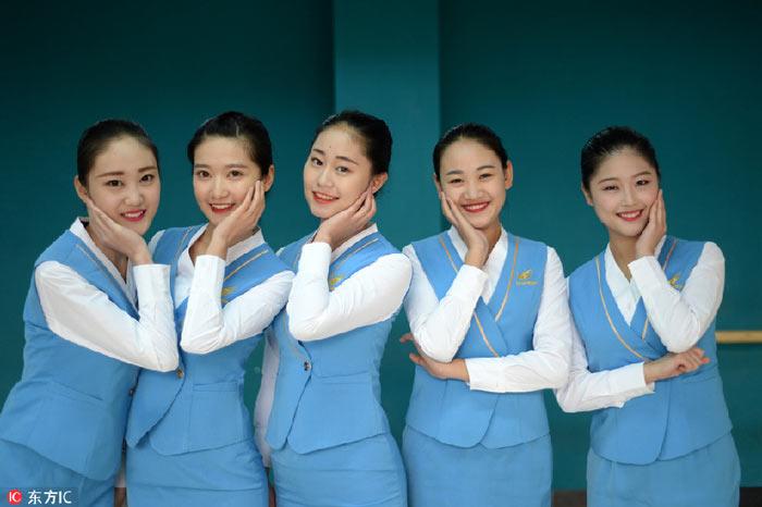 Nữ sinh TQ khổ luyện cho kì thi tiếp viên hàng không - 1