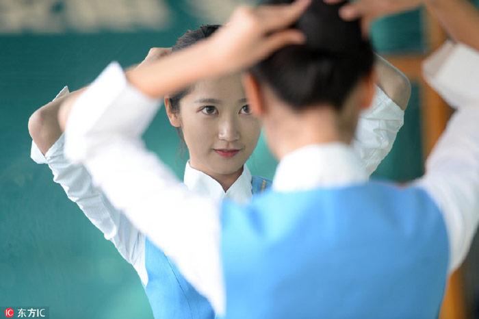 Nữ sinh TQ khổ luyện cho kì thi tiếp viên hàng không - 6