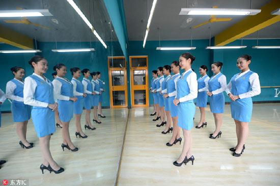 Nữ sinh TQ khổ luyện cho kì thi tiếp viên hàng không - 7