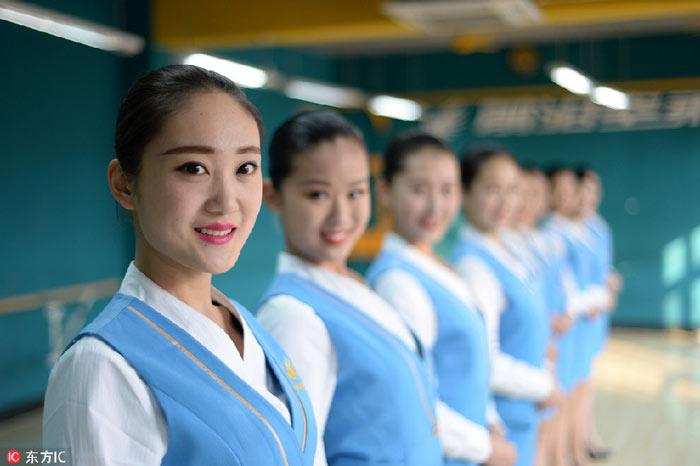 Nữ sinh TQ khổ luyện cho kì thi tiếp viên hàng không - 8