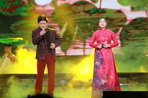 Hà Hồ được trai đẹp bế bổng trên sân khấu - 10