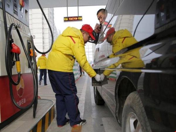 Giá dầu thế giới tăng cao nhất trong một năm rưỡi - 1