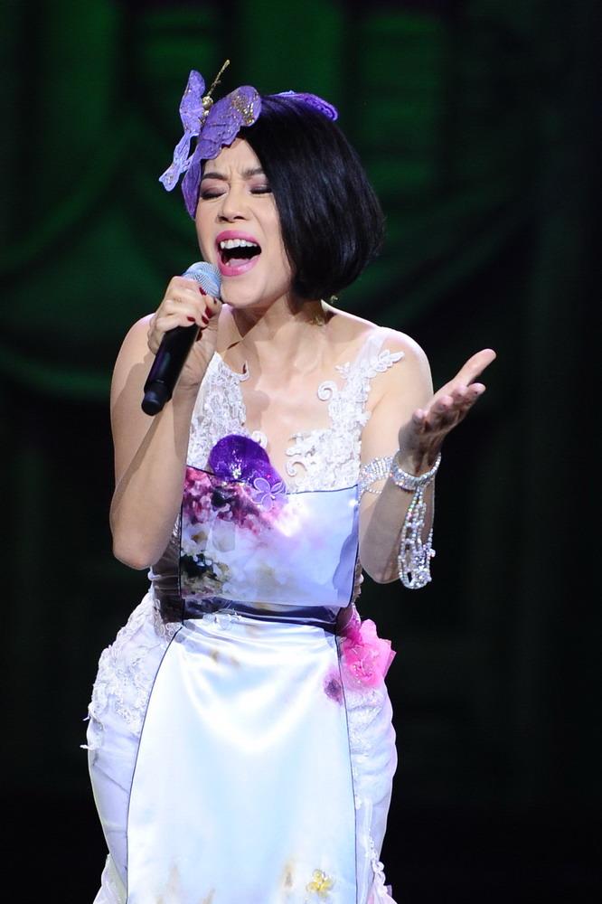 Huyền My e ấp với áo dài, đẹp lấn át cả dàn mỹ nhân Việt - 1