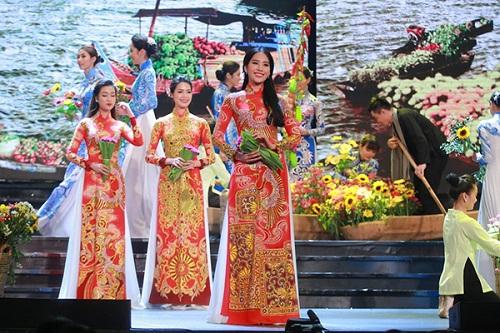 Huyền My e ấp với áo dài, đẹp lấn át cả dàn mỹ nhân Việt - 6