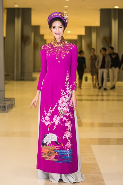 Huyền My e ấp với áo dài, đẹp lấn át cả dàn mỹ nhân Việt - 9