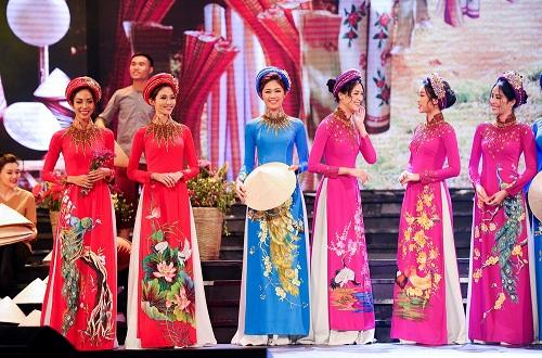 Huyền My e ấp với áo dài, đẹp lấn át cả dàn mỹ nhân Việt - 11