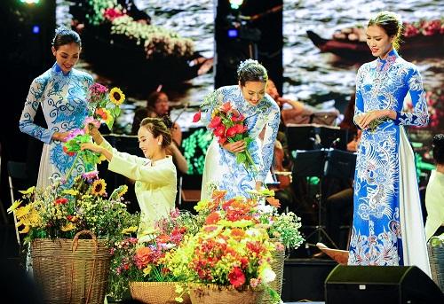 Huyền My e ấp với áo dài, đẹp lấn át cả dàn mỹ nhân Việt - 12