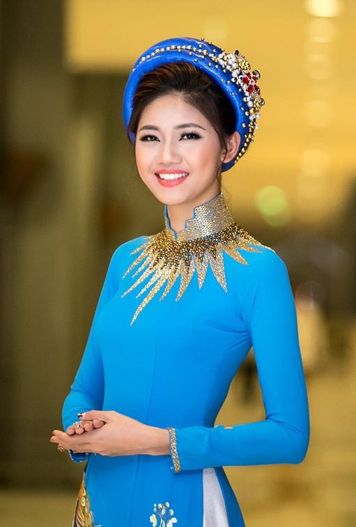 Huyền My e ấp với áo dài, đẹp lấn át cả dàn mỹ nhân Việt - 10