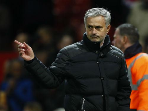 Tin HOT bóng đá tối 12/12: Neville bất ngờ khen Mourinho - 1