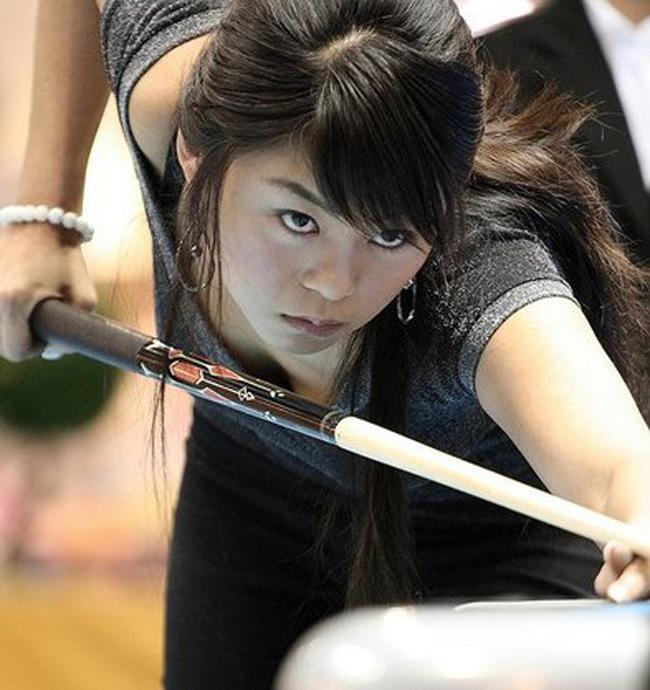 Kim Ga Young sinh ngày 13/1/1983 tại Seoul, Hàn Quốc.