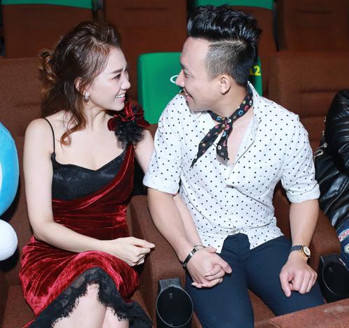 Trấn Thành, Hari Won liên tục ôm hôn trong buổi ra mắt MV - 2