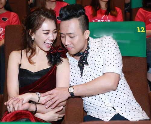 Trấn Thành, Hari Won liên tục ôm hôn trong buổi ra mắt MV - 3