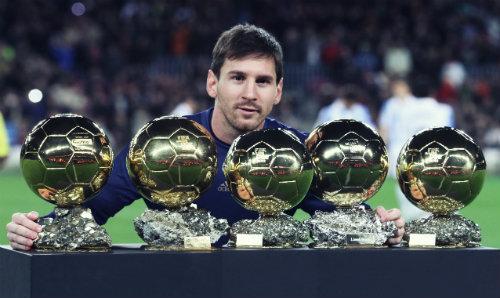 Ronaldo: Hướng tới QBV thứ 5, vượt Messi và hàng tá kỷ lục - 1
