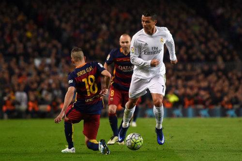 Ronaldo: Hướng tới QBV thứ 5, vượt Messi và hàng tá kỷ lục - 3