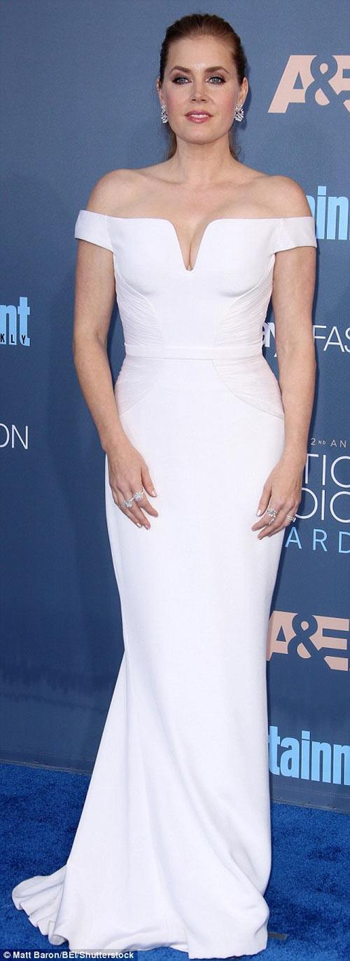 """""""Cô béo đẹp nhất Hollywood"""" khoe khéo lưng tròn nõn nà - 6"""