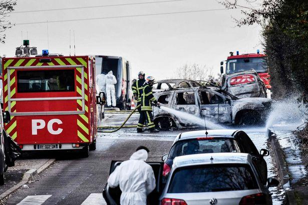 Pháp: Chặn xe bọc thép, cướp 70 kg vàng giữa phố - 2