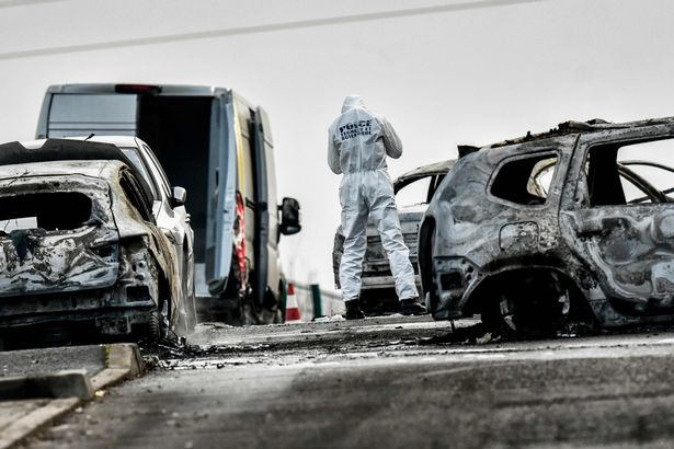 Pháp: Chặn xe bọc thép, cướp 70 kg vàng giữa phố - 3