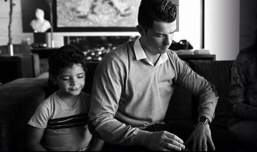 """Cuộc sống như """"ông hoàng nhí"""" của con trai Ronaldo - 2"""
