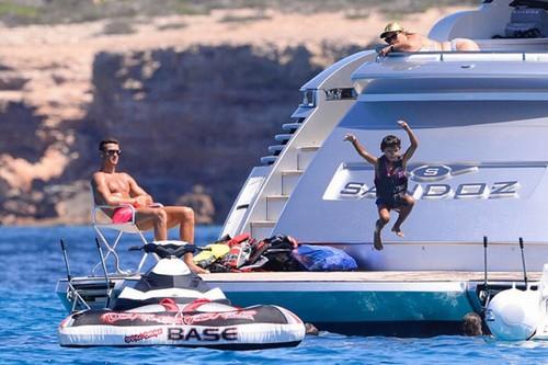 """Cuộc sống như """"ông hoàng nhí"""" của con trai Ronaldo - 3"""