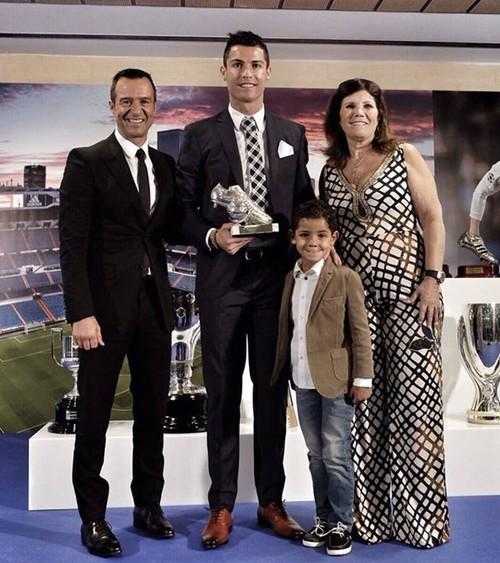 """Cuộc sống như """"ông hoàng nhí"""" của con trai Ronaldo - 4"""