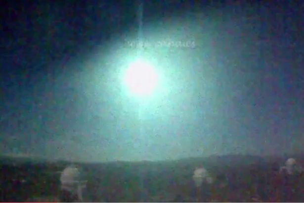 """Quả cầu lửa """"sáng hơn Mặt trăng"""" rung chuyển Tây Ban Nha - 1"""