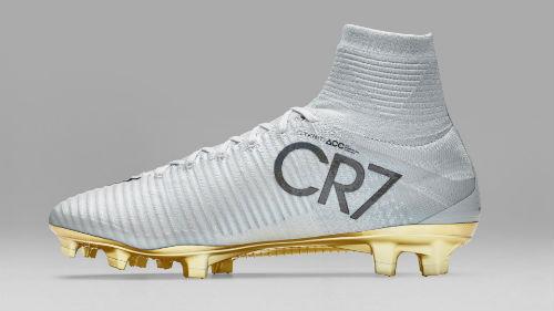 Ronaldo đoạt Quả bóng Vàng, đi giày vàng ròng thi đấu - 3