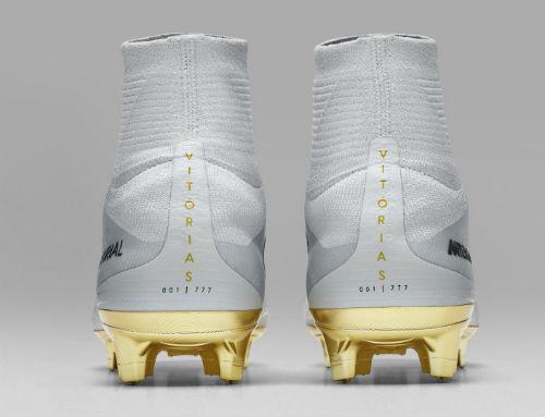 Ronaldo đoạt Quả bóng Vàng, đi giày vàng ròng thi đấu - 4
