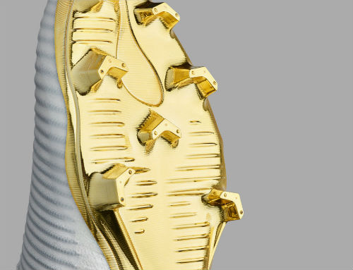 Ronaldo đoạt Quả bóng Vàng, đi giày vàng ròng thi đấu - 6