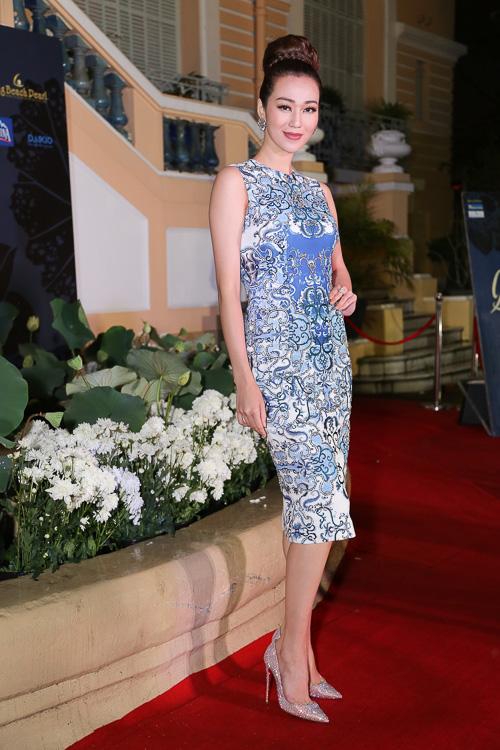 Angela Phương Trinh ''cưỡi'' xích lô, đội mưa dự sự kiện - 8