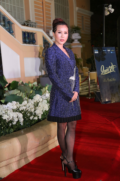 Angela Phương Trinh ''cưỡi'' xích lô, đội mưa dự sự kiện - 11