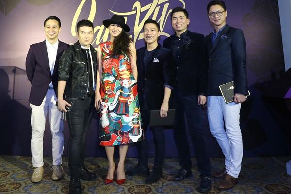 Angela Phương Trinh ''cưỡi'' xích lô, đội mưa dự sự kiện - 7