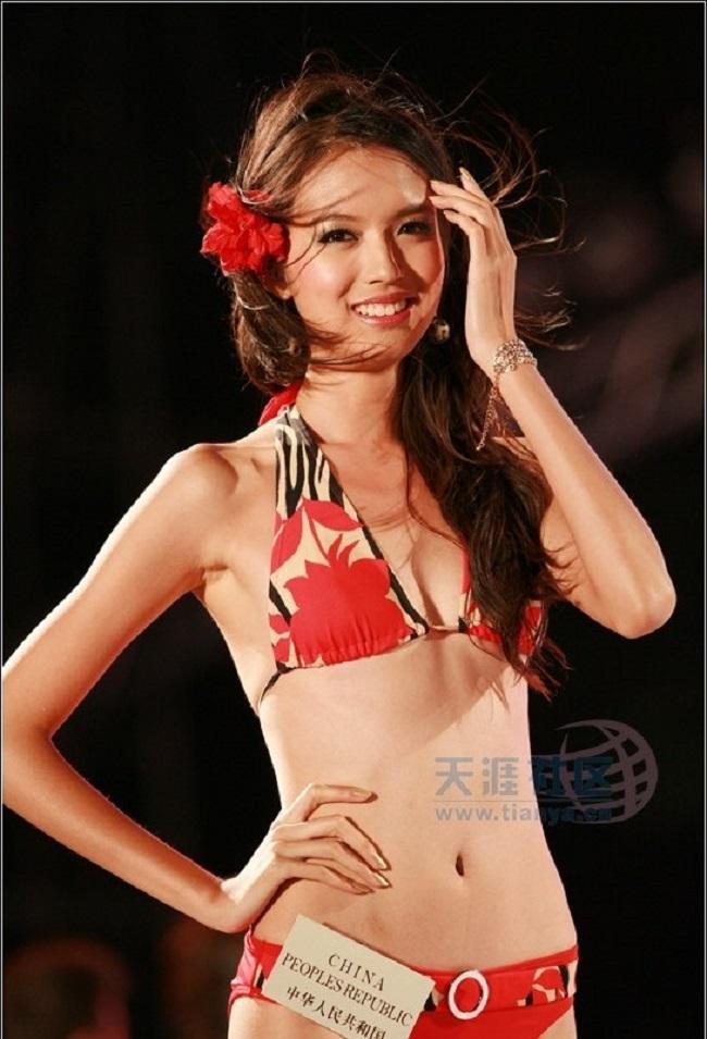 Vẻ gợi cảm của 2 hoa hậu được tỷ phú Hoàng Kiều mời đến Việt Nam - 3