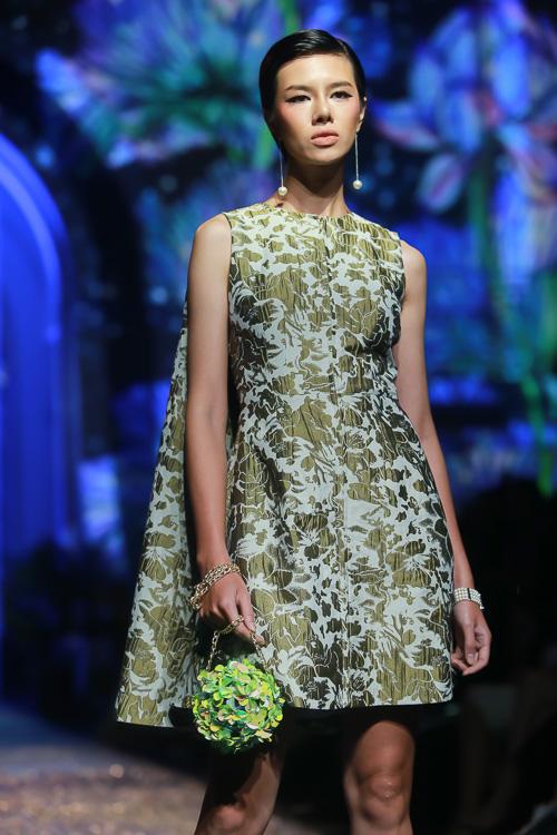 Đặng Thu Thảo lấn át dàn mẫu Việt với váy áo nữ thần - 6