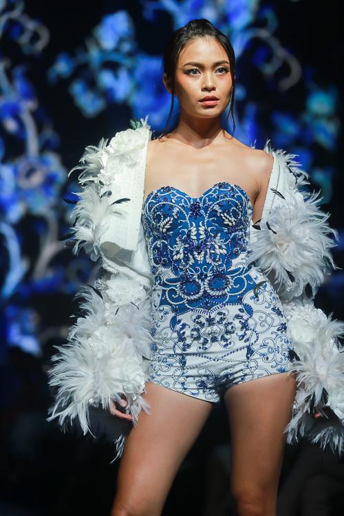 Đặng Thu Thảo lấn át dàn mẫu Việt với váy áo nữ thần - 4