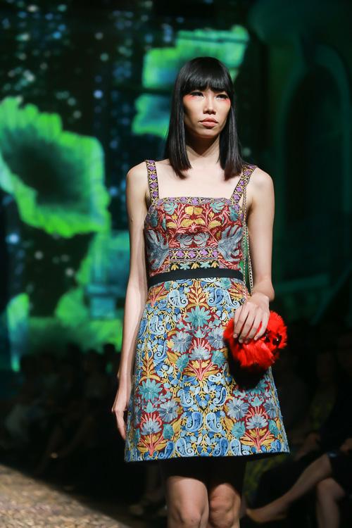 Đặng Thu Thảo lấn át dàn mẫu Việt với váy áo nữ thần - 7